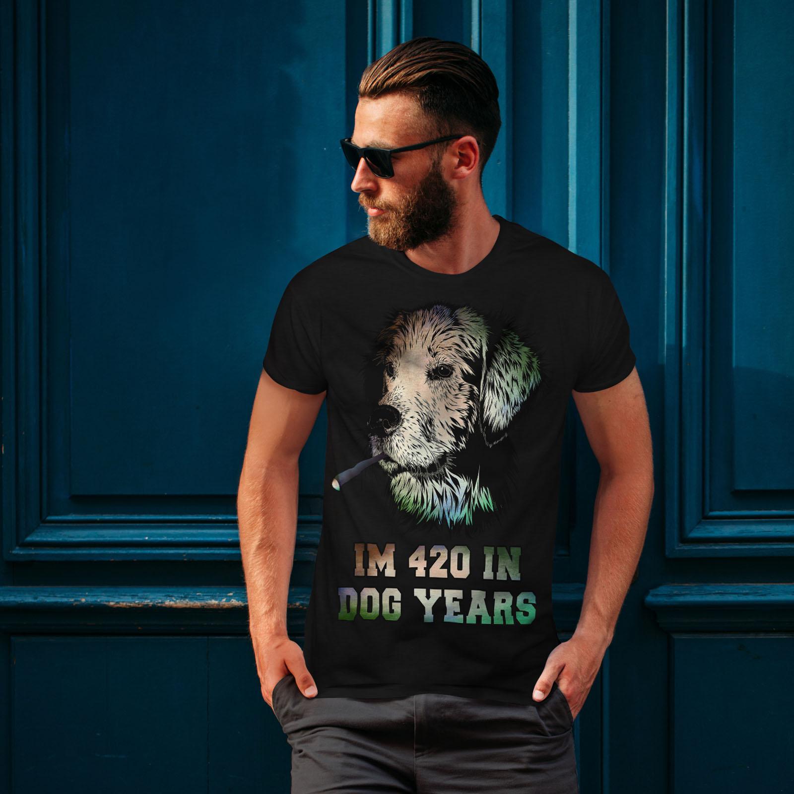 Wellcoda 42 anni CANINI Erba Da Uomo T-shirt Felice design grafico stampato T-shirt